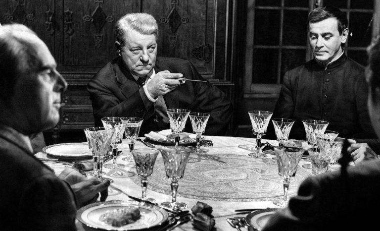 Maigret se met à table