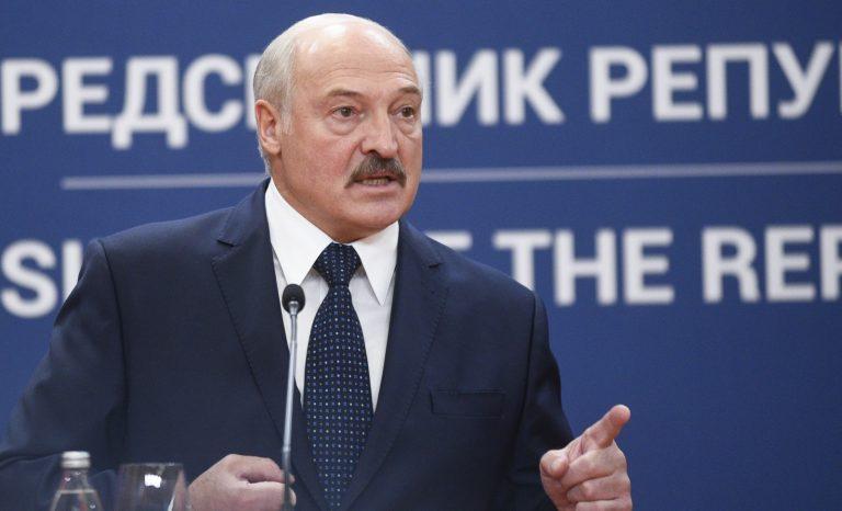 Biélorussie: Loukachenko fait d'une pierre deux coups