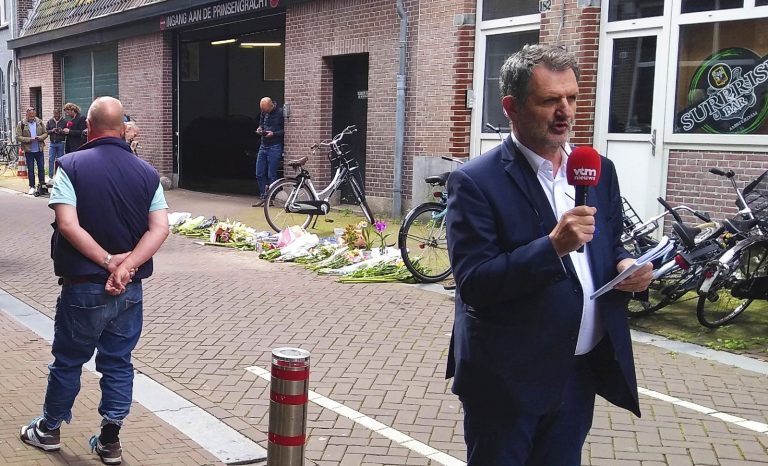 Qui est Peter R. de Vries, ce journaliste agressé aux Pays-Bas?